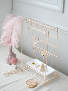 Gold rack This dressing table is really beautiful, it is the dream of every girl. Room Ideas Bedroom, Home Decor Bedroom, Cute Room Decor, Gold Room Decor, Aesthetic Room Decor, Room Accessories, Dream Rooms, Room Organization, Makeup Organization