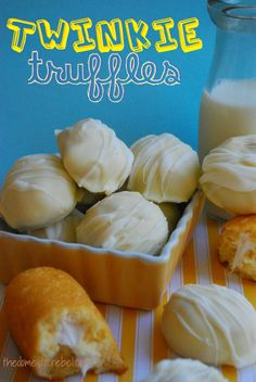 Twinkie Truffles -- these delicious, bite-sized truffles are made exclusively of Twinkies! Hard to resist!Twinkie Truffles -- these delicious, bite-sized truffles are made exclusively of Twinkies! Hard to resist! Candy Recipes, Sweet Recipes, Baking Recipes, Dessert Recipes, Keto Recipes, Just Desserts, Delicious Desserts, Yummy Food, Yummy Yummy