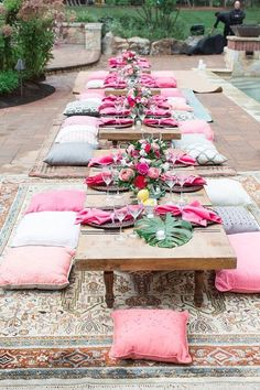 Glamorous Girls Night -Pretty Poolside Party in Leesburg! - Paisley & Jade - Vintage & Specialty Rentals in Virginia, Washington, DC and North Carolina Sommer Pool Party, Garden Wedding Decorations, Centerpiece Wedding, Wedding Table, Table Decorations, Picnic Birthday, Picnic Style, Festa Party, Tropical Party