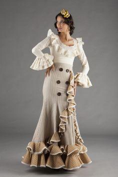 Nuevos trajes de flamenca para el 2017 con nuestra colección 2017. Toda la esencia de El Ajolí al alcance de tu mano. Visítanos.