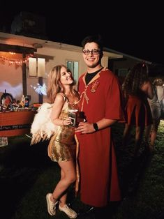 harry potter halloween costumes 59 Ideas For Funny Couple Costumes Harry Potter Disney Halloween, Harry Potter Halloween Costumes, Couples Halloween, Unique Couple Halloween Costumes, Funny Couple Halloween Costumes, Halloween Outfits, Group Halloween, Family Costumes, Group Costumes