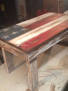 Flag pallet table