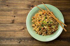 Nasi Goreng ist ein sehr leckeres (und mit den richtigen Zutaten) auch sehr gesundes Rezept für ein gesundes Mittagessen. Ursprünglich stammt es aus Indonesien – ich persönlich habe es während meiner Bali-Reise im Sommer 2016 lieben gelernt und es mit den Tipps der Einheimischen nach und nach perfektioniert. Dieses Gericht...