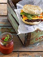 Pan de hamburguesa Hamburger, Ethnic Recipes, Food, Paper, Hamburgers, Saucepans, Frying Pans, Lunches, Eten