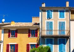 The basics of buying a house in France © shutterstock / Goory