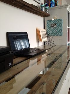 DIY Desk: made from pallets!