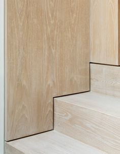 Stairs The Lined Extension in London, UK by YARD Architects; Photo: Richard Chivers Putting The Staircase Design Modern, Modern Stairs, Modern Design, Detail Architecture, Interior Architecture, Blitz Design, Stair Handrail, Railings, Timber Staircase