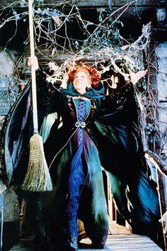 Winifred Sanderson (Bette Midler) from Hocus Pocus -My Favorite Witch Halloween Movies, Halloween 2018, Holidays Halloween, Halloween Party, Halloween Costumes, Halloween Stuff, Halloween Ideas, Halloween Spells, Disneyland Halloween