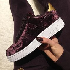 Nike Air Force 1 '07 Premium – Port Wine. Cooler Sneaker für Frauen oder? Foto: https://www.instagram.com/ninosh___/