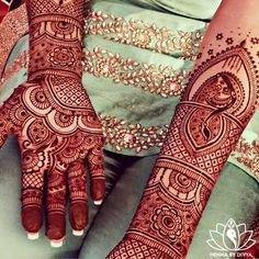 New and latest bridal mehndi designs images for hands and legs. A beautiful selection of Indian, Pakistani and Arabic bridal Mehndi Designs for inspiration. Mehandi Designs, Arabic Bridal Mehndi Designs, Mehndi Design Images, Bridal Henna, Indian Bridal, Mehendi, Henna Mehndi, Henna Art, Henna Tattoos