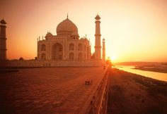 taj mahal during sun set