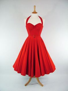 Robe rouge Pin Up - Made To Measure Full Circle Dress par GinAndSinEtsy, Circle Skirt Dress, Full Circle Skirts, Dress Skirt, Full Skirts, Swing Dress, Pretty Outfits, Pretty Dresses, Beautiful Outfits, Cute Outfits