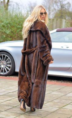 Mink Coats, Mink Fur, Fur Jacket, Mantel, Long Hair Styles, Elegant, Stylish, Womens Fashion, Girls