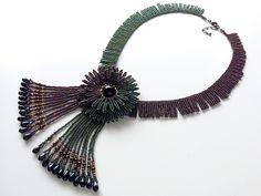 Дизайн ожерелье из двух цветов отдельных