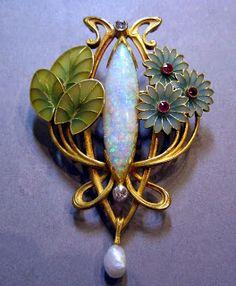 """1900 environ. Opale et diamant, broche de Georges Le Turcq citée dans son livre """"Art Nouveau Jewelry"""" par Vivienne Becker"""
