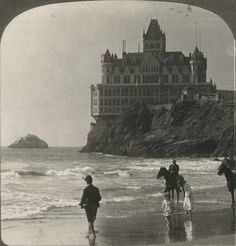 Cliff House, San Francisco 1900.