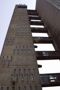 Balfron Tower / Erno Goldfinger http://cimmermann.co.uk/blog/modernist-homes-uk-best/