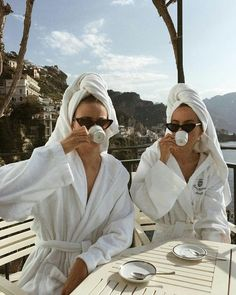 """girls. on Twitter: """"… """" Classy Aesthetic, Summer Aesthetic, Aesthetic Style, Shooting Photo Amis, Best Friends Aesthetic, Shotting Photo, Bff Pictures, Bff Pics, Vintage Pictures"""
