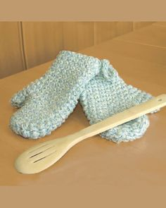 Crochet Easy Oven Mitts- If you make these please be sure your yarn is 100% cotton and I would also line them with some sort of padding like cotton quilt batting.