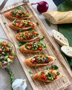 Das komplette Rezept findet ihr auf Thoms Küchen.block #vorspeise #starter #spargel #knödel #asparagus #bruschetta #kochkunst #kulinarik #rezeptideen #soulfood #guteküche #hausmannskost #einfacherezepte #esskultur #kochrezepte #kochen #kochenmachtspaß #diykitchen #italiancuisine #italienischeküche #speisen #speisundtrank #rezeptezumnachmachen #cooking #schnelleküche #schnellerezepte #blitzrezepte #spezielleernährung #weltküche #zubereitungsart #vegan #veganfood #veganeküche #veganrecipe… Vegan, Ethnic Recipes, Italian Cuisine, Culinary Arts, Fast Recipes, Finger Food, Chef Recipes, Vegans