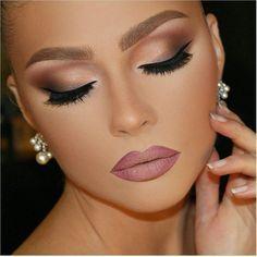 Tolles dezentes Abend-Makeup.