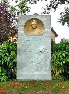 Nel cinquantesimo anniversario della nascita del poeta venne eretto il monumento nei pressi della cappella di Sant'Anna, già proprietà della famiglia Mautino.  La scultura è opera dello scultore Leonardo Bistolfi (Casale Monferrato 1859-1933)