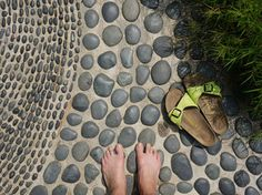 Mexican Beach Pebbles set in mortar Pebble Patio, Mexican Beach Pebbles, Diy Exterior, Coastal Gardens, Fire Pit Backyard, Garden Inspiration, Garden Ideas, Back Patio, Garden Paths