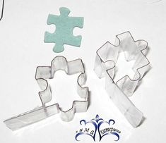 Making cutters from Plastik,Its in Russian but the Pictures pretty much explain it, Good Idea Clay Projects, Diy Projects To Try, Clay Crafts, Plastic Bottle Crafts, Plastic Bottles, Video Fimo, Plastic Fou, Polymer Clay Tools, Clay Tutorials