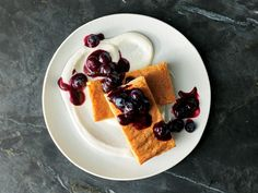 Brown Sugar Cake w/ Ricotta & Blueberries / This simple brown sugar cake from Top Chef winner Joe Flamm is dense and chewy, like a cross between a cake and a blondie—and is super easy to make. Get the recipe at Food & Wine. Flan, Beginner Baking Recipes, Top Chef Winners, Wine Recipes, Dessert Recipes, Dessert Food, Chef Recipes, Recipies, Mousse