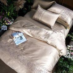 Beige élégant Floral Strass Fausse Soie Housse de couette literie de luxe superbe