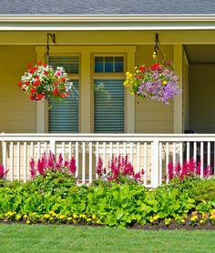 22 Front Porch Garden Ideas (Photos) Front Porch Landscape, Front Porch Garden, Front Porch Flowers, House Landscape, Balcony Garden, Front Yard Landscaping, Landscaping Ideas, Florida Landscaping, Front Gardens