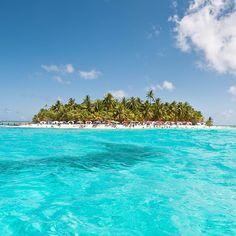 Location: Coral Islet of Johnny Cay - Isla de San Andrés, Colombia. Photo ©Mario Carvajal