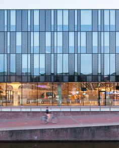 Gallery of Delft City Hall and Train Station / Mecanoo – 20 – Educational Architecture Office Building Architecture, Education Architecture, Building Facade, Facade Architecture, Building Skin, Office Buildings, Chinese Architecture, Futuristic Architecture, Facade Pattern