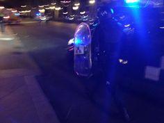 Decenas de furgones de la policía local de Madrid acuden en ayuda de los antidisturbios junto al Ayuntamiento #22M