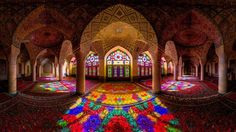 Every Morning, This Stunning Mosque Is Illuminated With All Of The Colors Of The Rainbow