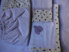 Enxoval de bebê - Kit Joaninha, lençol com elástico para mini berço, fronha e babeiro Confeccionado por Maete Atelier www.facebook.com/maete.atelier teresi@globo.com