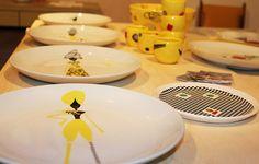 Prato da marca Bambola cheio de charme! Paula Juchem desenvolve os produtos com porcelana, cerâmica e têxtil. www.paulajuchem.com