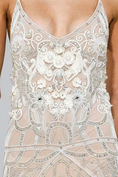 A true piece of Haute Couture Embroidery! Sequins, beads, rhinestones, effects Estilo Fashion, Look Fashion, Fashion Details, Ideias Fashion, Womens Fashion, Fashion Design, Ellie Saab, Couture Embroidery, Couture Beading