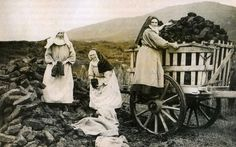 Nuns gathering turf in the west of Ireland~looks like they're having a lovely time! Ireland Pictures, Images Of Ireland, Old Pictures, Old Photos, Vintage Photos, Irish Images, Irish People, Ireland Homes, Irish Blessing
