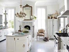 33 Gorgeous Romantic Kitchen Decoration Ideas - Are you trying to convey a romantic theme within your home? This isn't such a bad idea as there are a lot of furniture and fixtures you can choose fro. Beautiful Kitchens, Beautiful Homes, House Beautiful, Küchen Design, House Design, Design Ideas, Interior Design, Hall Interior, Design Inspiration