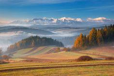 Widok na Tatry z Pienin. Jesień to na ogół gwarancja stabilnej pogody i dużej przejrzystości powietrza. Wspaniałe widoki na Tatry rozpościerają się z Pienin.