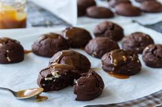 Soft Dark Chocolate Brownie Cookies by Greek chef Akis Petretzikis. Absolutely scrumptious, rich tasting, soft and chewy chocolate brownies everyone will love! Chocolate Chip Cookies, Dark Chocolate Brownies, Chocolate Cookie Dough, Cookie Brownie Bars, Chocolate Crinkles, Chocolate Flavors, Easy Cake Recipes, Sweet Recipes, Cookie Recipes