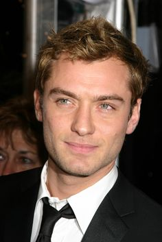 Sherlock Holmes actor Jude Law has made up with American model Samantha Burke – the mother of his three-year-old daughter Sophia. Description from thefemalecelebrity.com. I searched for this on bing.com/images