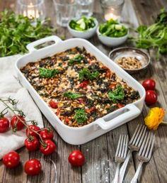 Vegogratäng med grönkål, fetaost och soltorkade tomater Go Veggie, Veggie Recipes, Cooking Recipes, Healthy Recipes, Vegetarian Recepies, Vegetarian Cooking, Vegan Clean, Greens Recipe, I Love Food