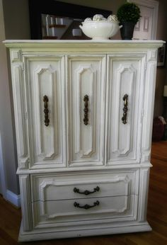 Annie Sloan Old White, pure and simple.  Bella Pittura ~