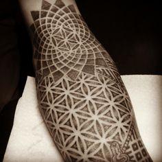 Some progress on this geometric halfsleeve… #sacredgeometry #dotwork #tattoo…