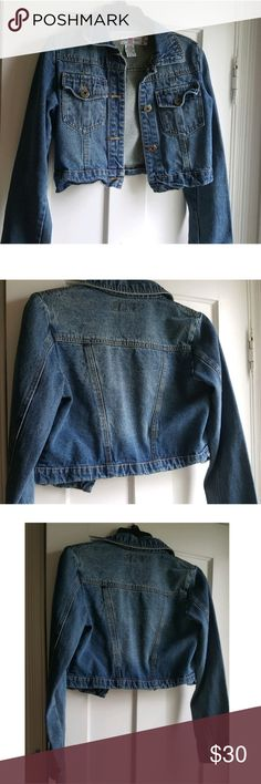 Vintage cropped denim jacket sz sm excellent condi Vintage cropped denim jacket sz sm excellent condition. This is the quality of a vintage denim jacket. Thicker then the ones on the market now . This will last forever.  No visable signs of Wear or damage  Smoke free closet Vintage Jackets & Coats Jean Jackets