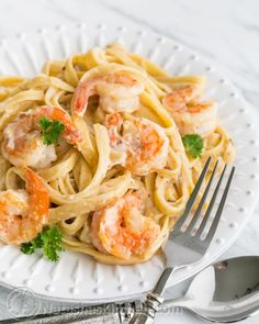 This shrimp alfredo totally satisfies the craving for Olive Garden's seafood alfredo! The secret is in the sauce! @NatashasKitchen.com