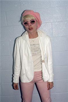 Debbie Harry looking cute. Shot in Toronto by Bob Gruen in 1977