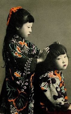 We love this - the kimono are so gorgeous. Two Girls, It looks like a hand-coloured postcard, but in fact it's a coloured collotype, which is a mechanical printing process used before offset lithography. Japanese Culture, Japanese Girl, Japanese Kimono, Beautiful Children, Beautiful People, Samurai, Motifs Textiles, Portraits, Two Girls